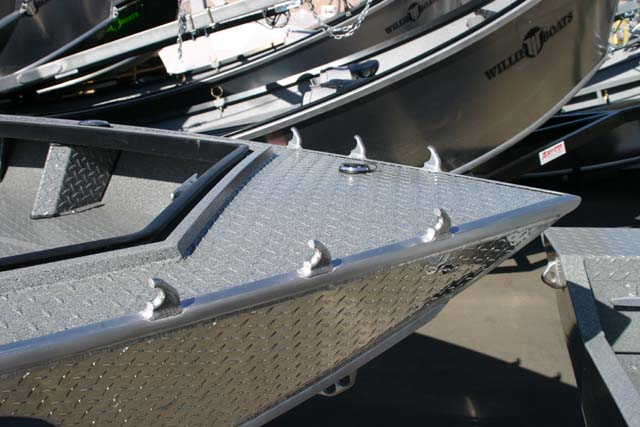 Power boat items willie boats for Cool fishing boat accessories
